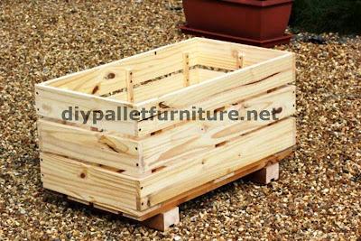 no olvidis tambin elevar la jardinera sobre el suelo con algunos tacos de madera
