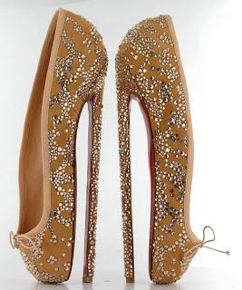 Modelo de zapatilla de baile con cristales de Swarovsky diseñados por Christian Louboutin