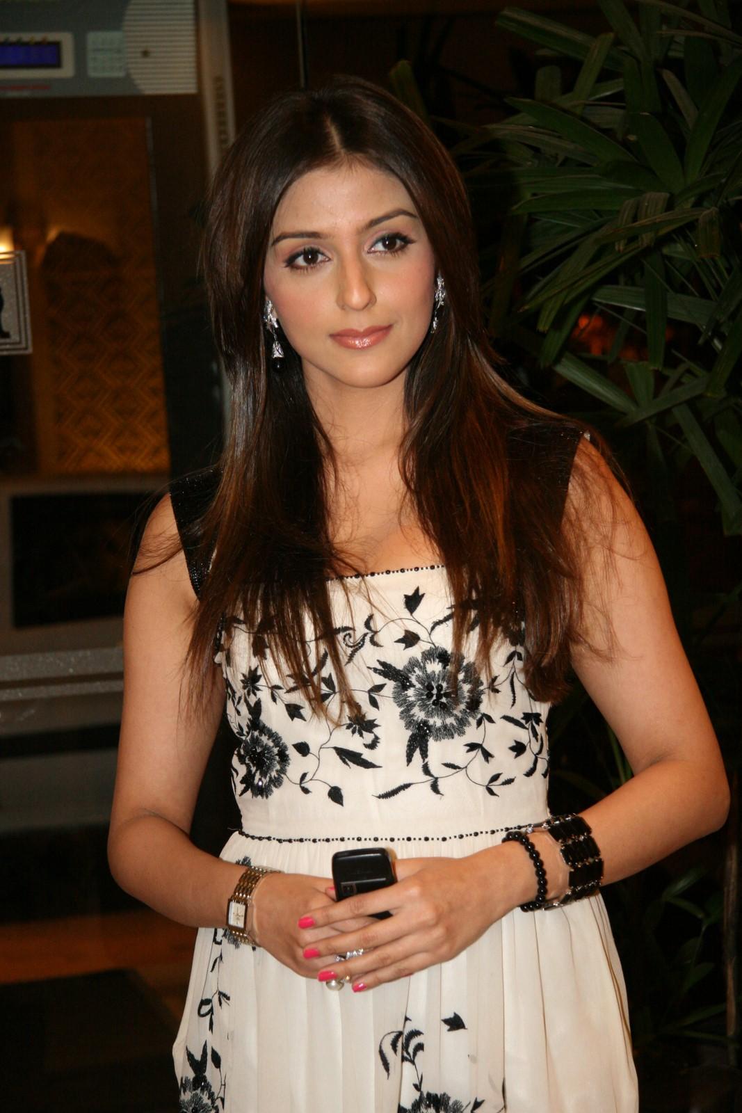 Priya Big Bang Theory Aarti Mann Aarti chhabria latest hot