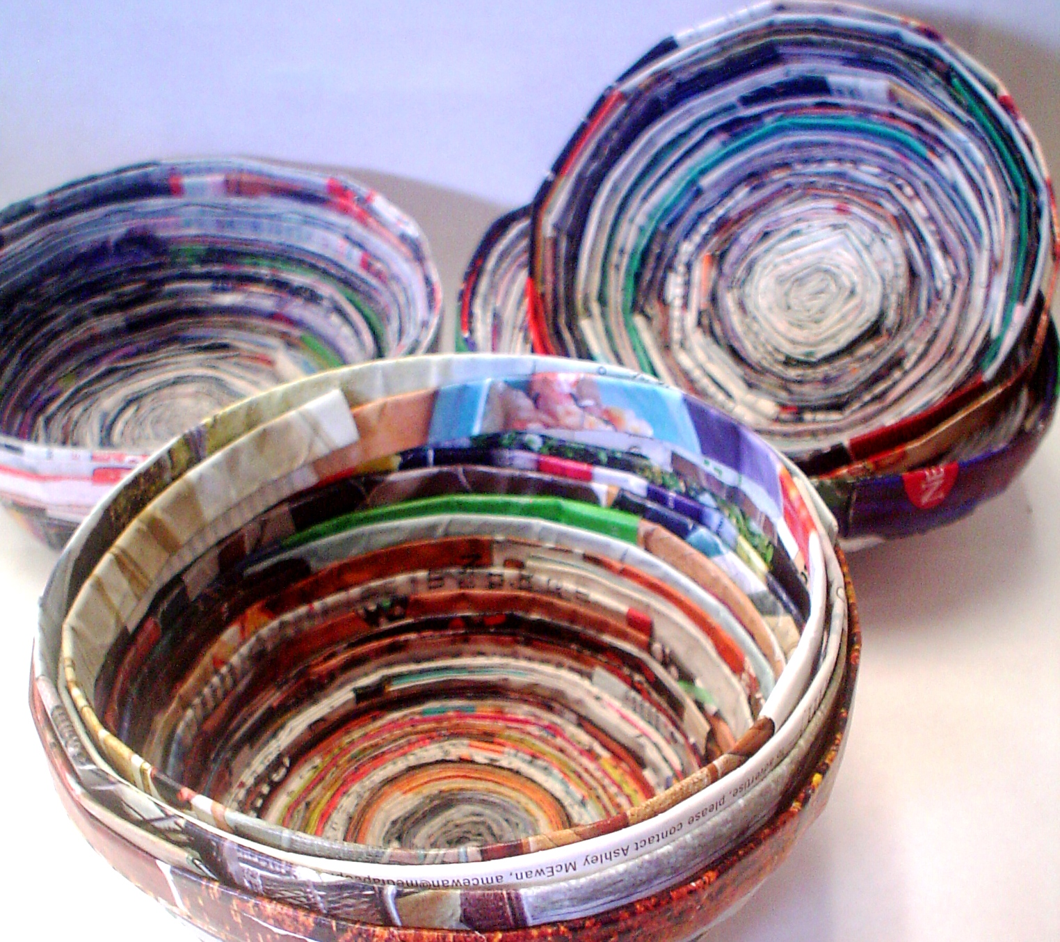 Recycled magazine bowls - How to reuse magazines seven inspired ideas ...