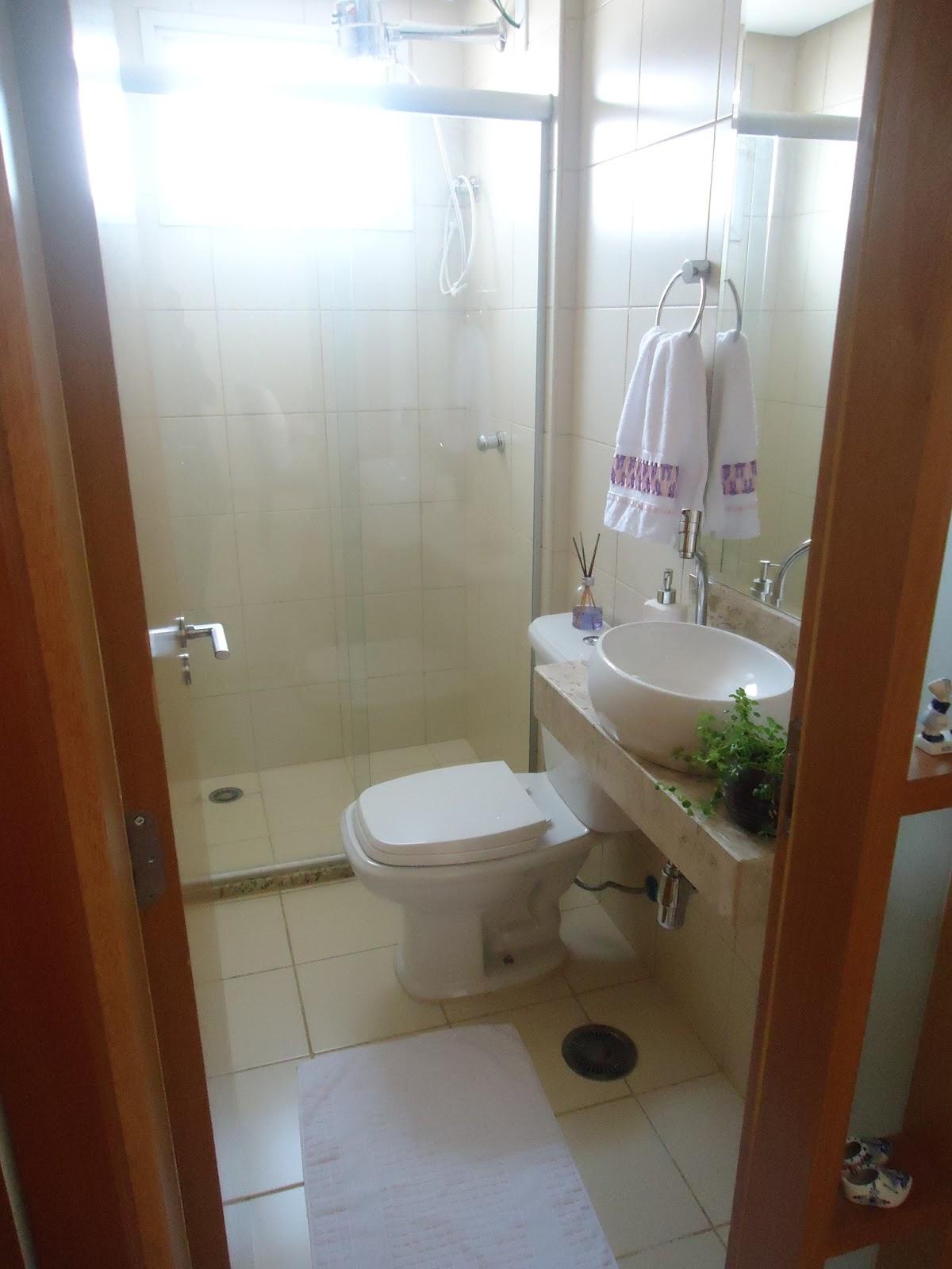 rodinha visto que facilita no momento de limpar. Também gostei da #432716 1200x1600 Armario Banheiro Rodinha