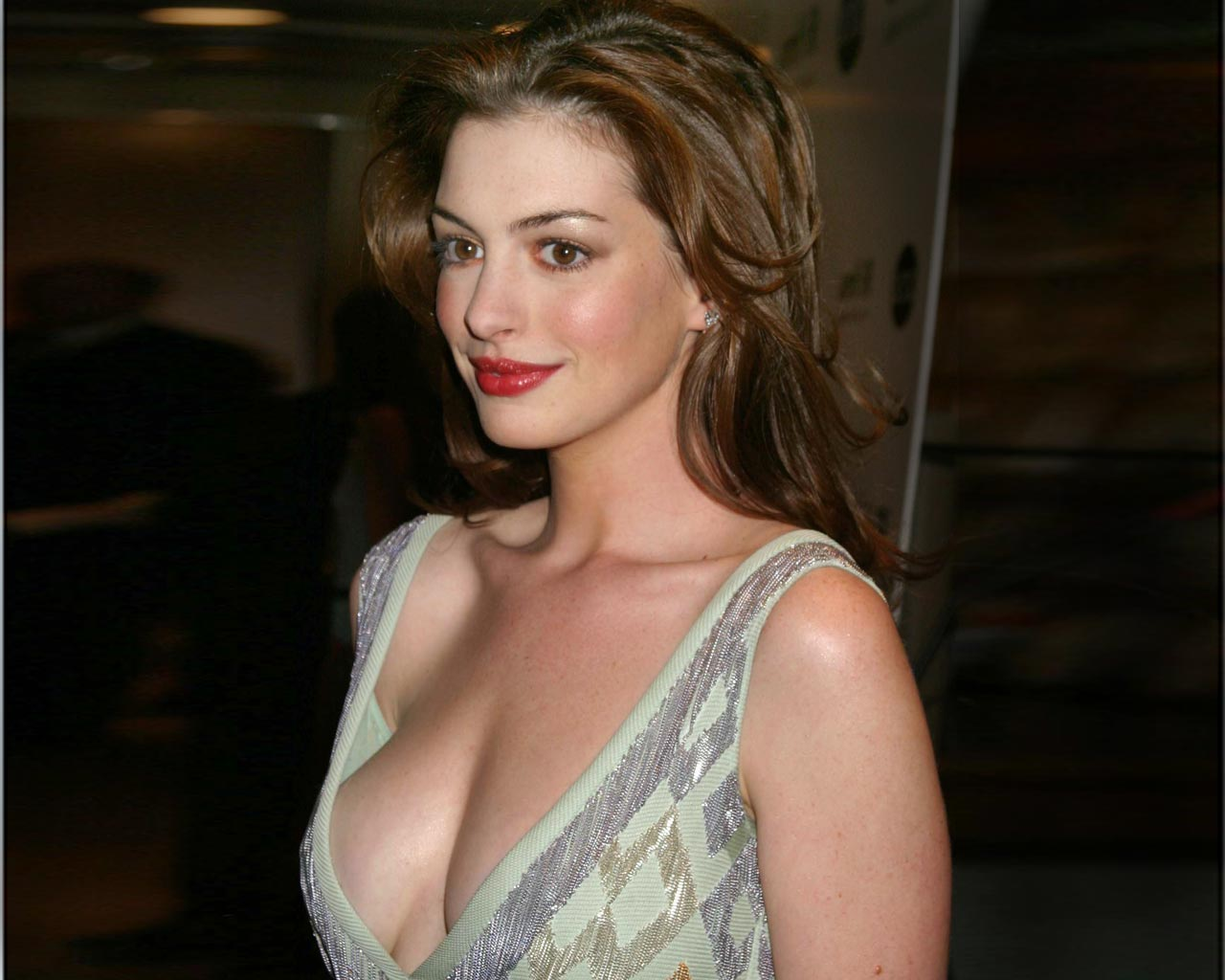 Regret, Anne hathaway actress apologise, but