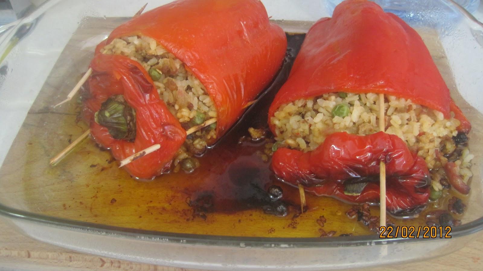 Recetas de cocina casera pimientos rellenos de arroz y - Pimientos rellenos de carne picada y bechamel ...