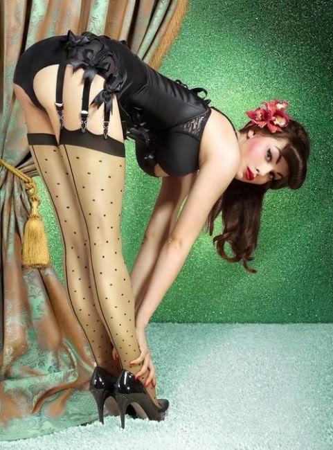Model - Model Cantik Bergaya Retro