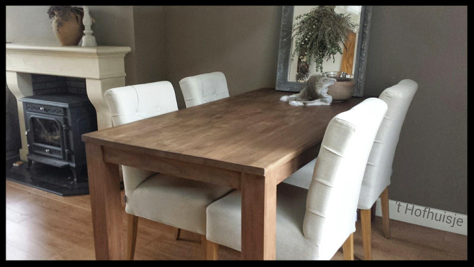 T hofhuisje : teakhouten tafels behandeld met loogbeits en