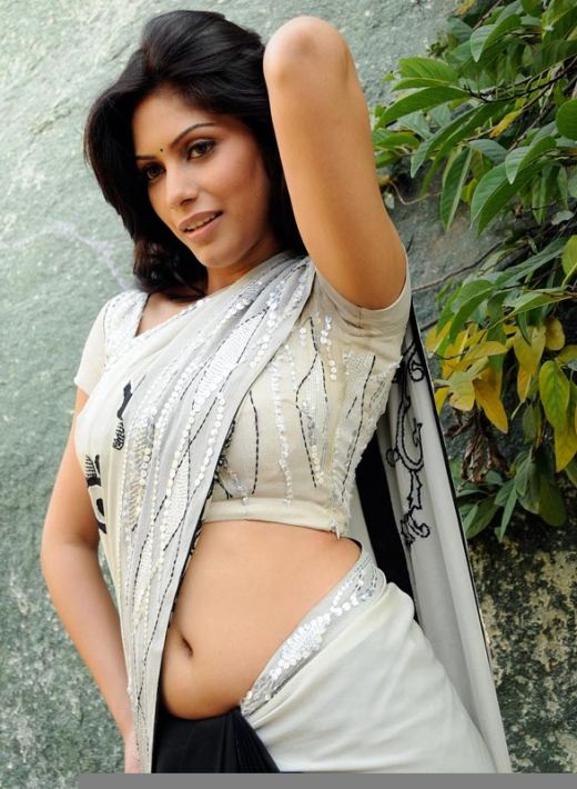 The wearing saree below navel discussion agree with