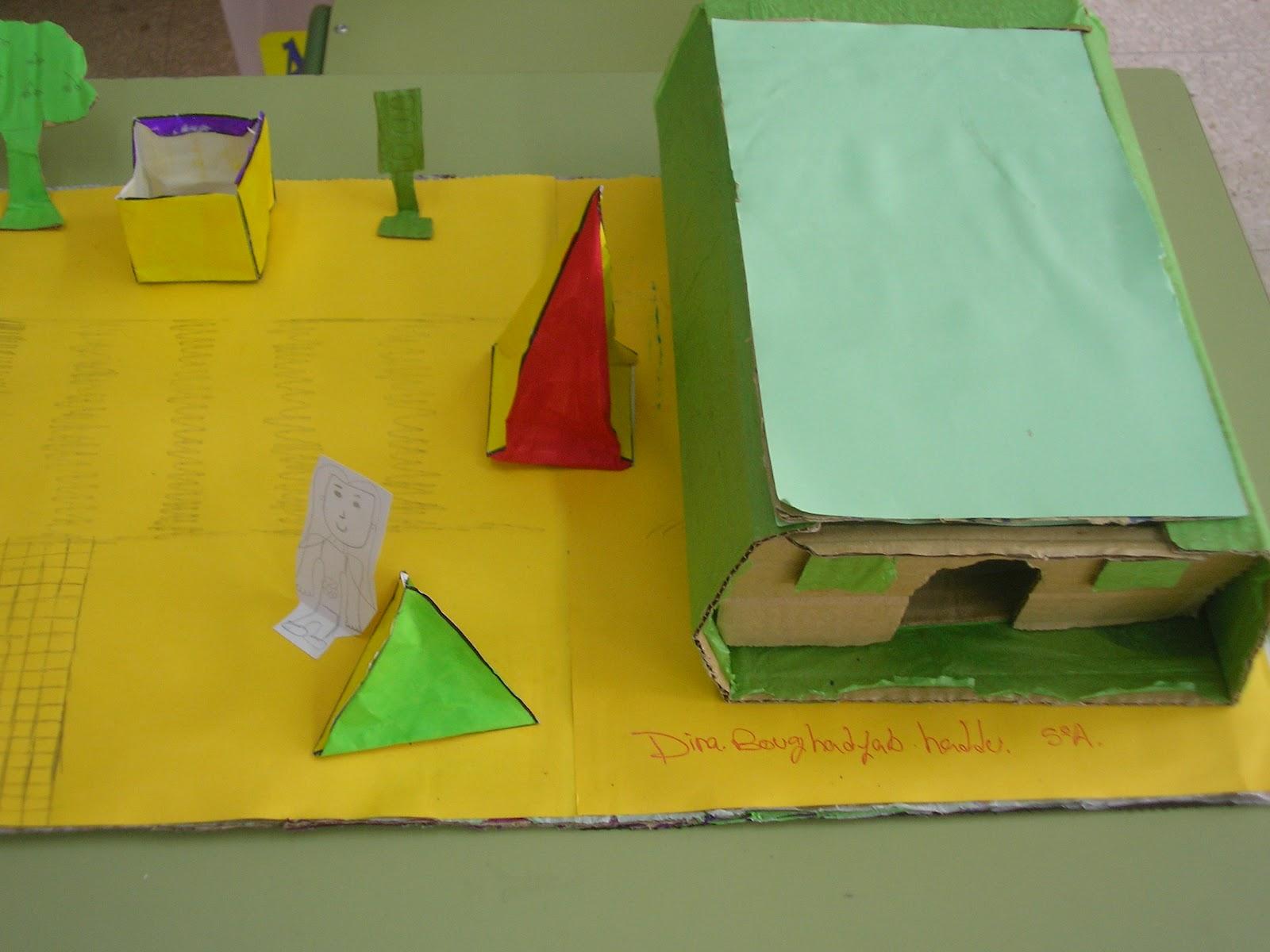 de matematicas hemos hecho unas maquetas con figuras geométricas de