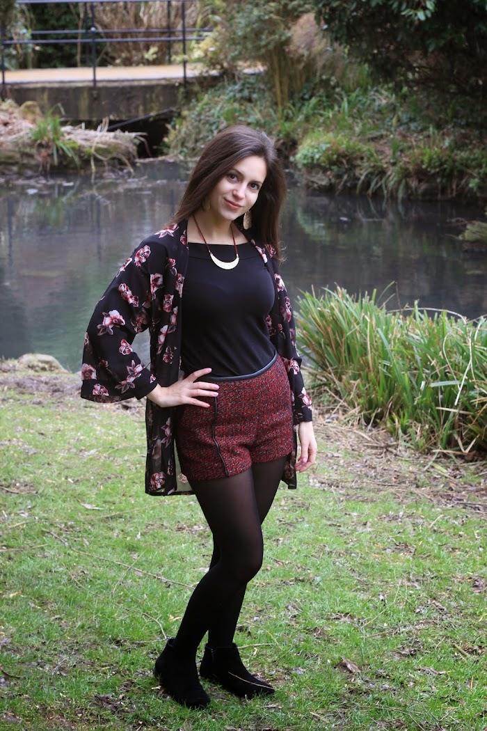 Red Shorts H&M Kimono Outfit ideas Black Gold