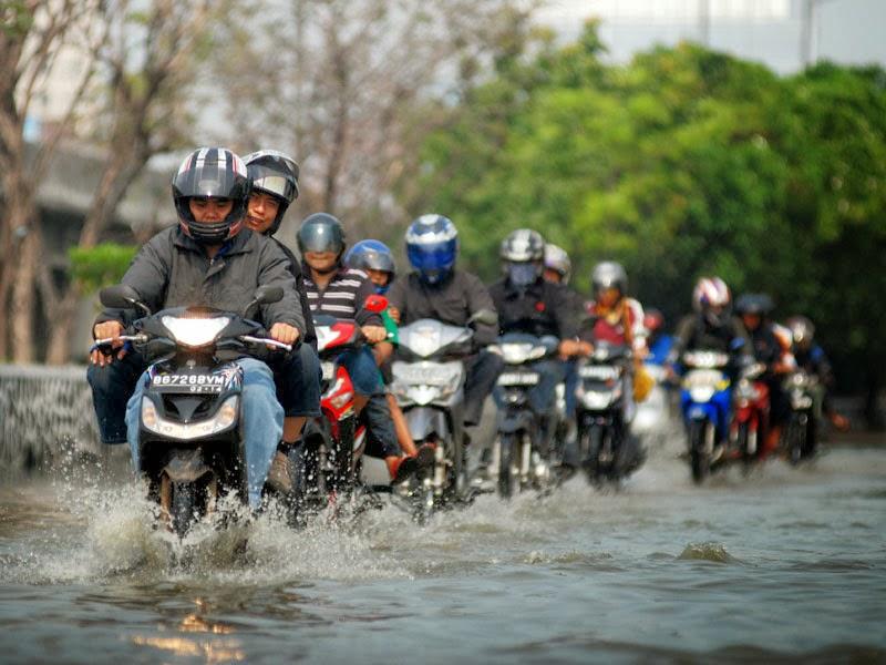Apa Saja Yang harus Dicek Pada Kendaraan Setelah Menerjang Banjir?