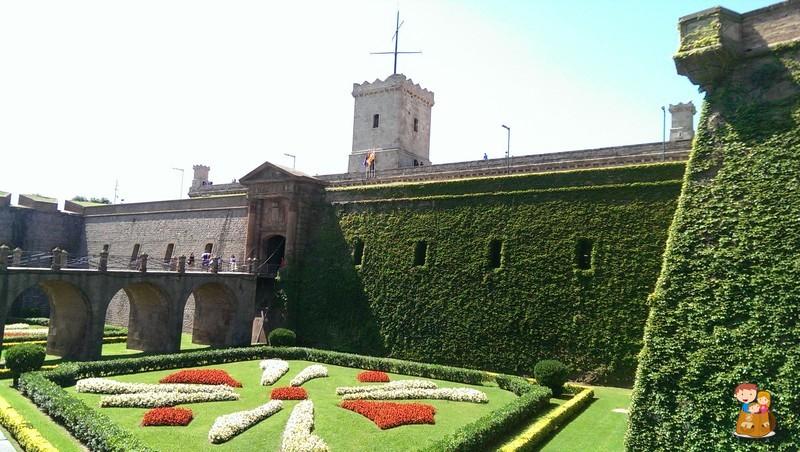 Barcelona con ni os montju c els jardins del mirador y els jardins de joan brossa con los - Jardines de montjuic ...