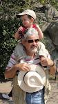 Sebastián con Abuelo Micky