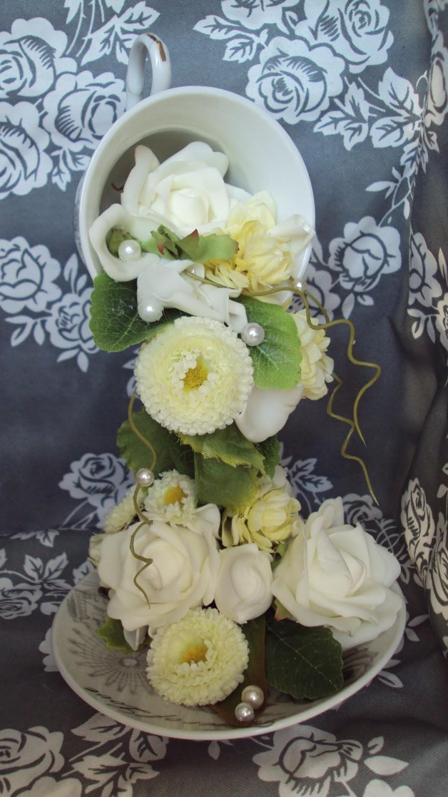 Цветы из чашки фото