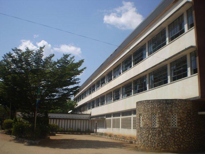 MWANAFUNZI WA KIBASILA HIGH SCHOOL KWENDA UK.KIMICHEZO.