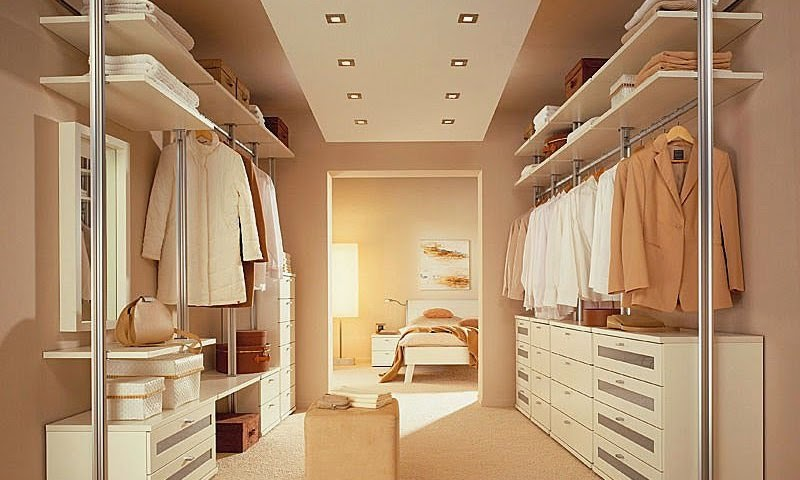 Diy small walk in closet organization for Organized walk in closet