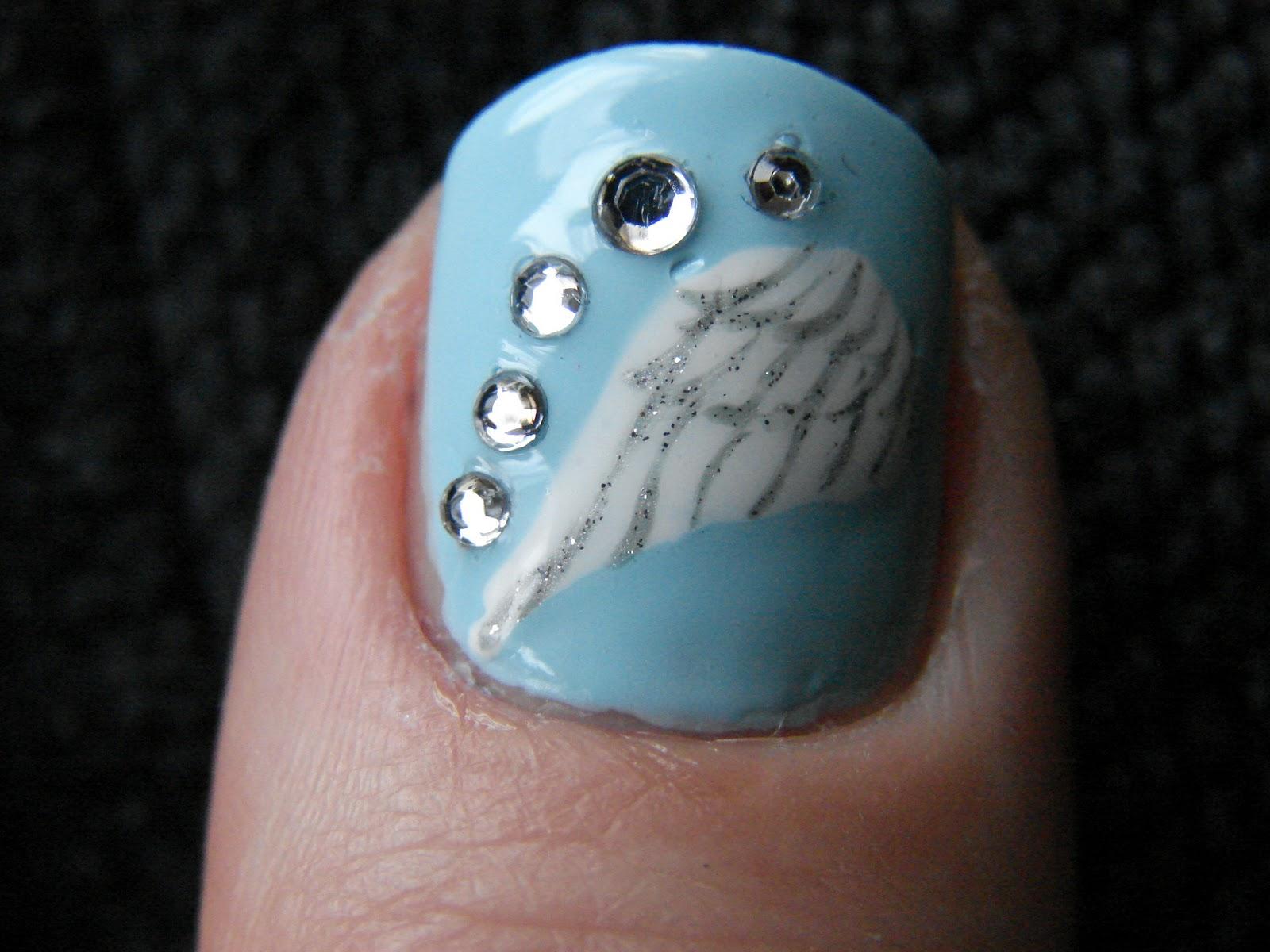 Крылья ангела на ногтях фото
