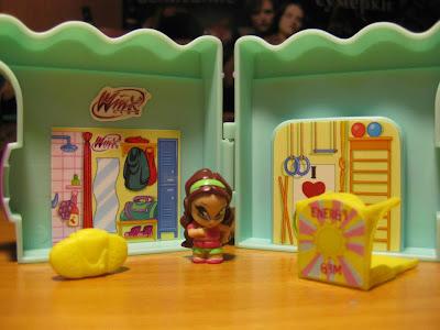 Naujos lėlės/žaislai/mokyklinės prakės Rugsėjis/Lapkritis 340830_471486489558175_1349936162_o