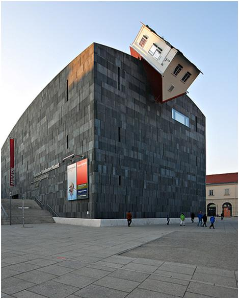 Erwin Wurm: House Attack (Vienna, Austria)