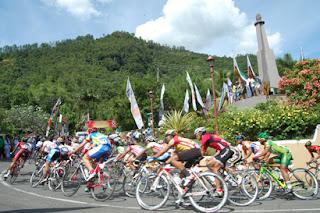 Sepeda-Tour-de-Singkarak-2012-Juni-Etape-1