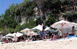 Pantai Padang - Padang, Lokasi Film Eat, Pray, Love