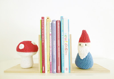 free crochet pattern gnome and mushroom bookend