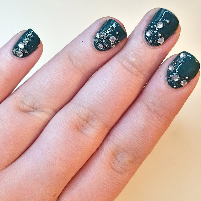 Bourjois 1 Seconde Nail Polish in 'God Save the Green' with green nail art