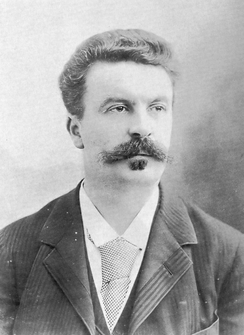 professor guerrero s blog the necklace by guy de maupassant essay   his short story the diamond necklace guy de maupassant confronts the basic difference between apparent value and true value appearance versus