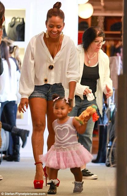 doyounoah: Christina Milian & Daughter Shoe Shopping