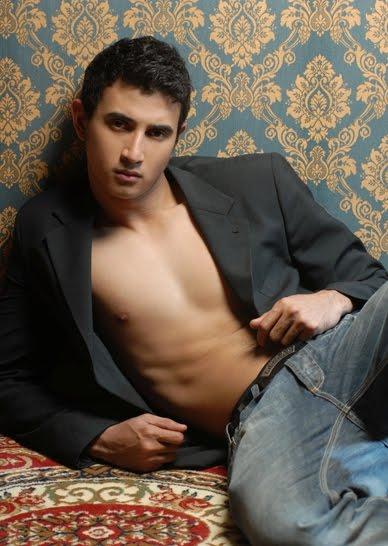 Foto Profile dan Biografi Ali Syakieb