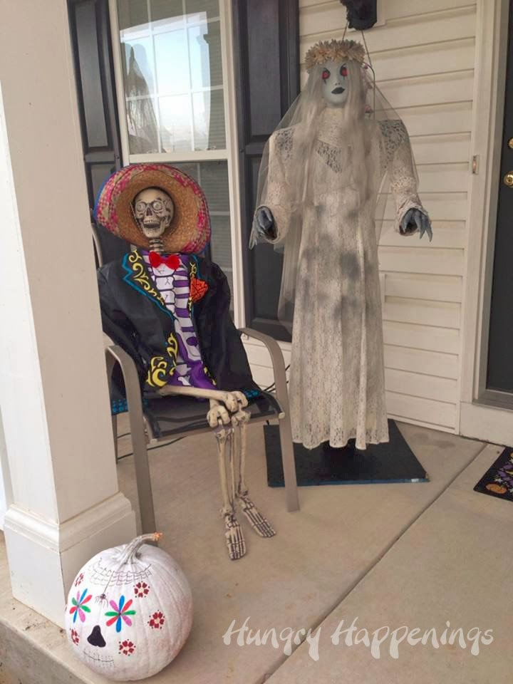 Day of the Dead outdoor decorating ideas. & Day of the Dead Party - Fun Decorating Ideas for Dia de los Muertos