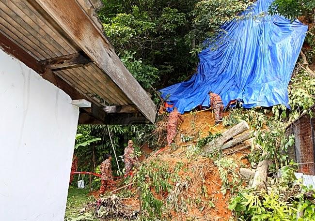Tanah Runtuh Di Rumah Rakyat Kampung Panchor, Senawang
