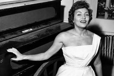 Sanremo 1953 - Nilla Pizzi, Doppio Quintetto Vocale - Sussurrando buonanotte