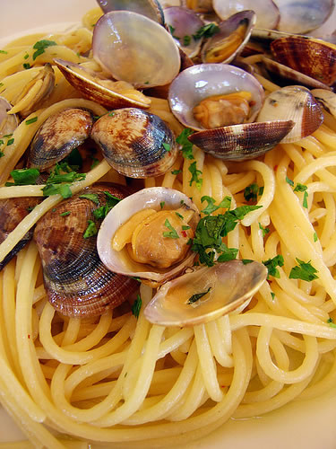 Cucina e impara: Spaghetti alle vongole in bianco