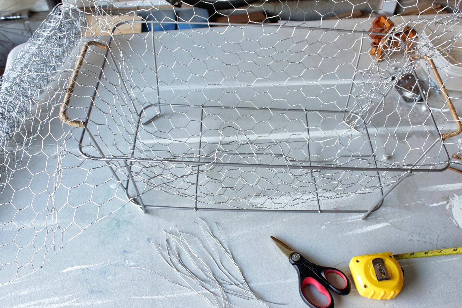 A Wire Basket Full of Apples - Remodelando la Casa
