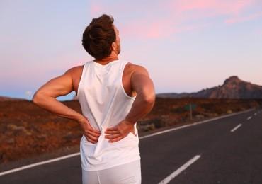 Dor nas costas pode ser sintoma de problemas em outras partes do corpo