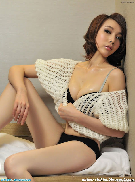 Han Ye Xin with perfect chest