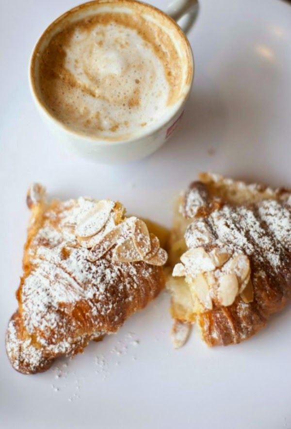 cappuccino and crossiant