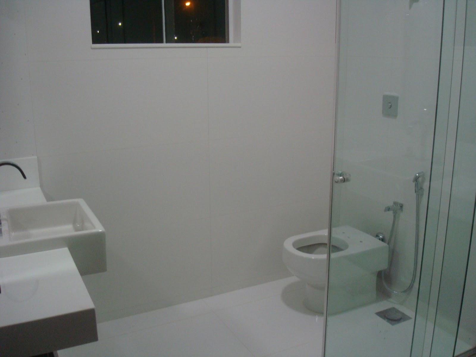 É o mesmo revestimento cerâmico usado na cozinha e lavanderia mas  #67391C 1600x1200 Banheiro Com Azulejo Retificado