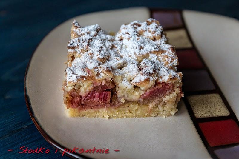 Kawałek ciasta z rabarbarem