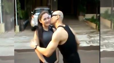 Ciuman Deddy Corbuzier dan Vicky Shu