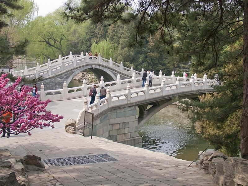 Ponts à arches au palais d'Été à Pékin