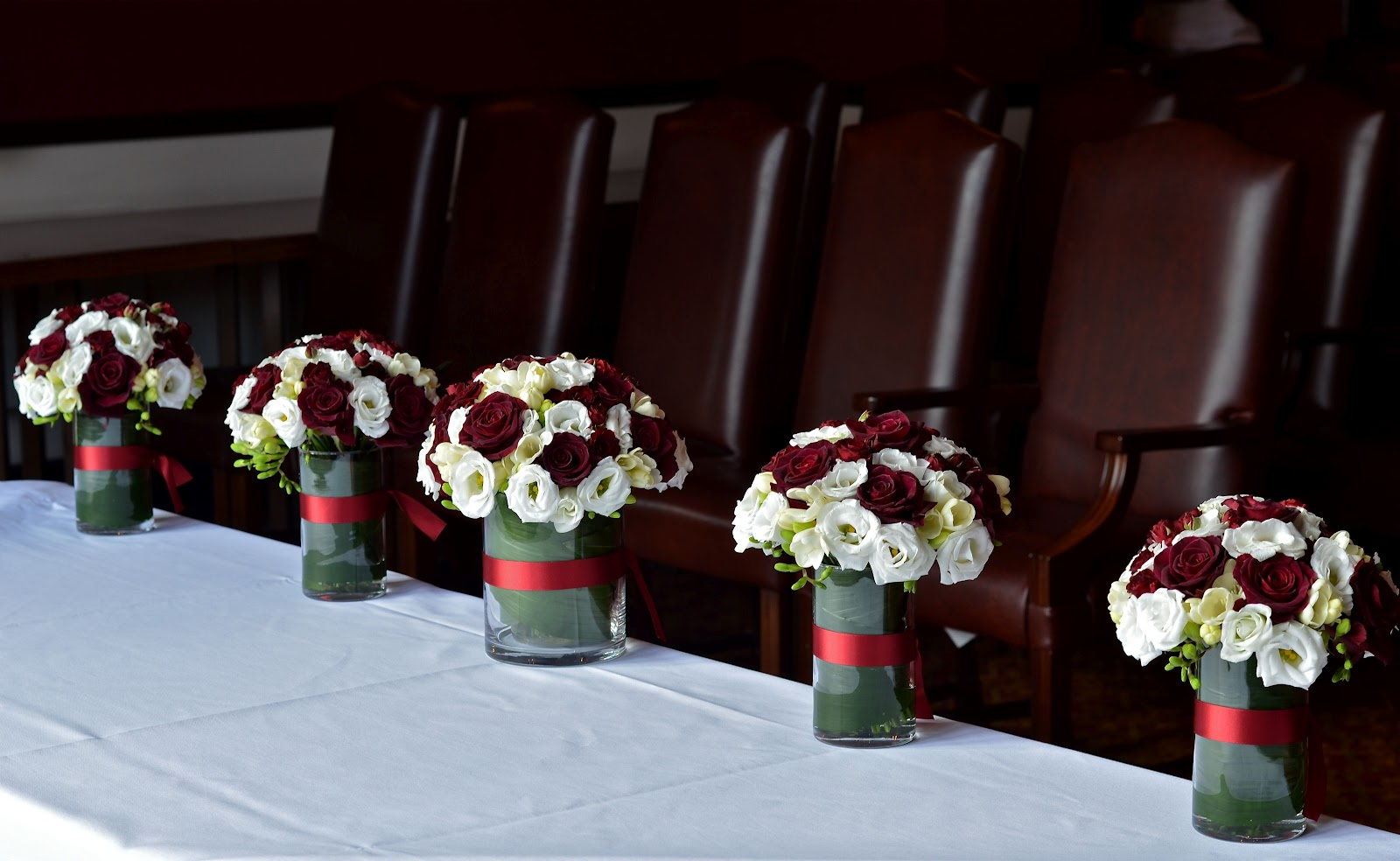 Wedding flowers blog ta 39 s burgundy and white wedding flowers elmers court hotel - Burgundy and white wedding decorations ...