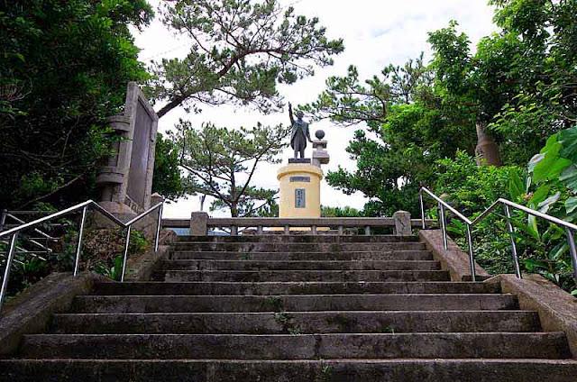 emigration,statue