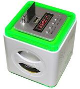 Mini caixa de som com rádio e entrada para pendrive e cartão de memória.