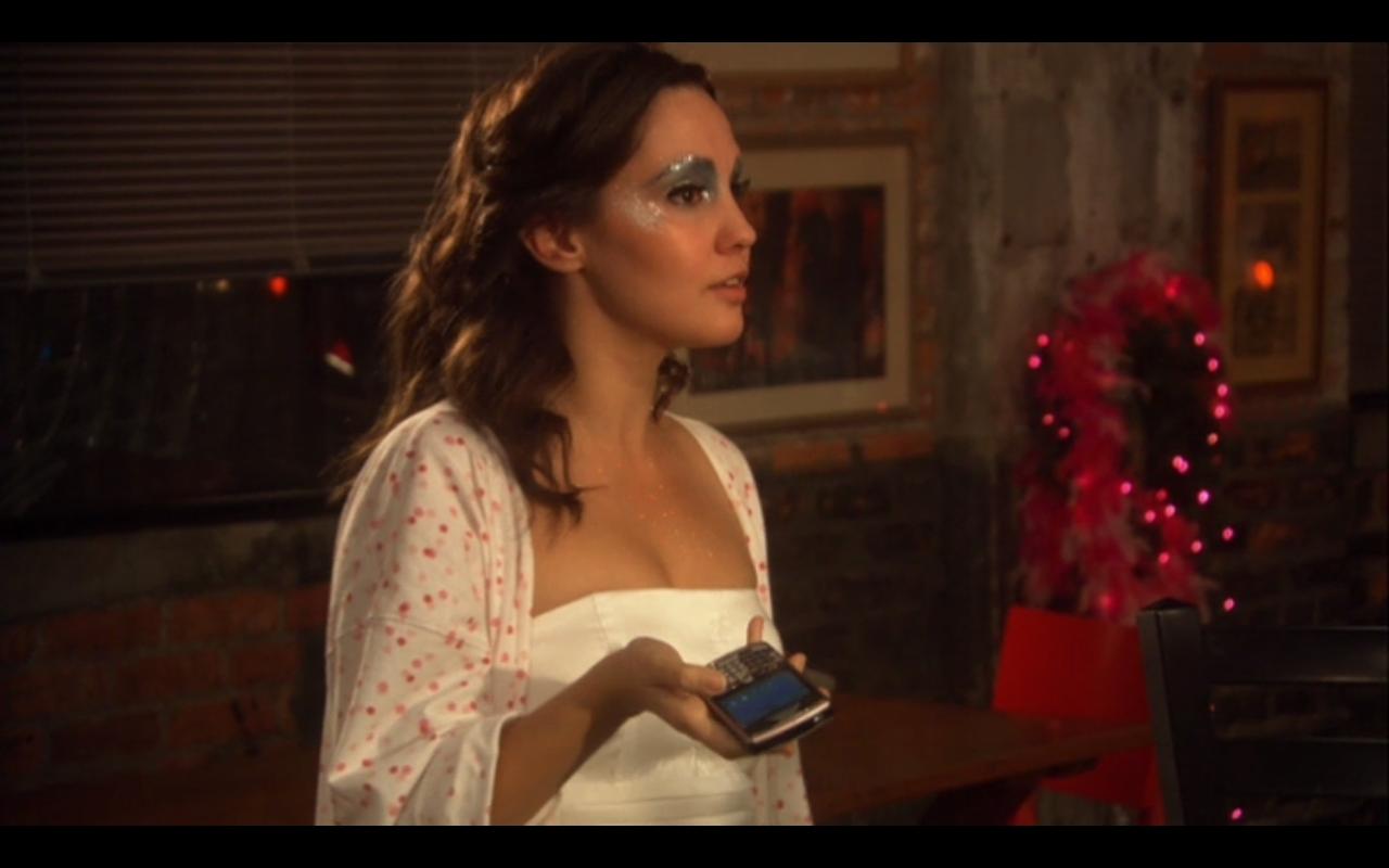 Kinda Pretty. Pretty Kind.: Film Fashion: Christmas Kiss