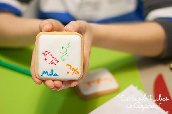 Galletas pintadas a mano por niños