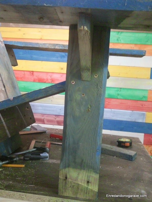 Pata delantera de la silla de patio. Enredandonogaraxe.com
