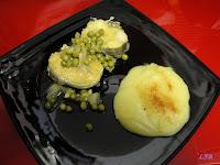 Merluza con guisantes y pure de patatas