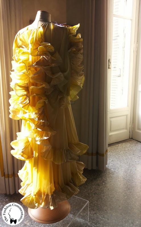 Valentina Cortese - Mostra Milano - Roberto Capucci yellow dress