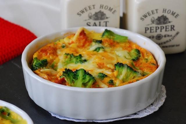 Cazuelitas de br coli con chorizo cuchillito y tenedor for Cocinar 180 grados