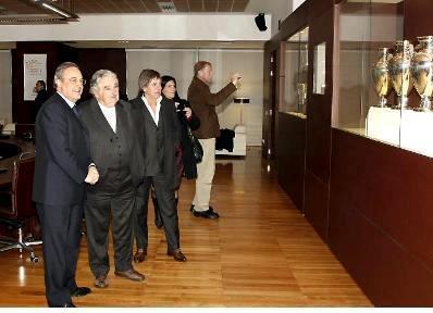 Mujica le pide a Cristina K una concesion de televisacion del futbol para un connotado mafioso uruguayo Mujica-Paco-Casal-Perez-en-Bernabeu